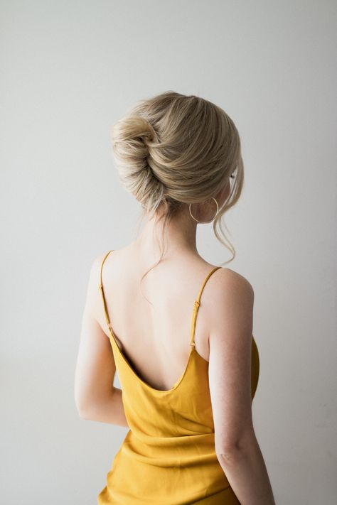 French roll hair tutorial, perfect prom hairstyle 2019 pin u French Roll Hairstyle, French Twist Updo, My Hairstyle, Box Braids Hairstyles, Elegant Hairstyles, French Bun, Prom Hairstyles, French Hairstyles, Hairstyle Ideas