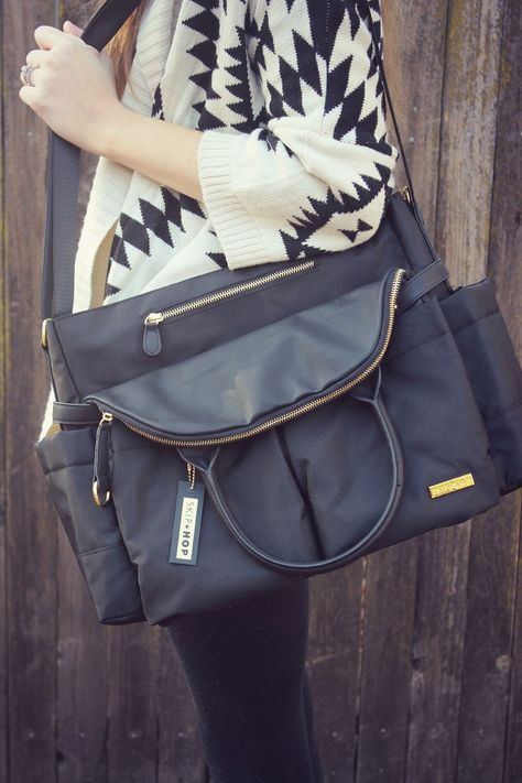 """Skip Hop Chelsea Downtown Chic Diaper Bag. I would love to have a """"cool"""" diaper bag. One more closely resembling a purse than """"HEY EVERYONE, LOOK!!! I HAVE DIAPERS!"""""""