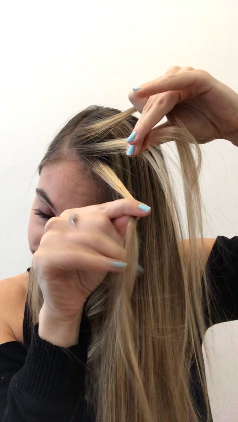 Wondering how to french braid your own hair? Here's a step-by-step French braid tutorial for double French braids with pictures and expert advice for clarity. French Braided Bangs, Easy French Braid, French Braid Pigtails, Side French Braids, French Braid Hairstyles, Braided Hairstyles, Wedding Hairstyles, Braided Buns, Side Braids