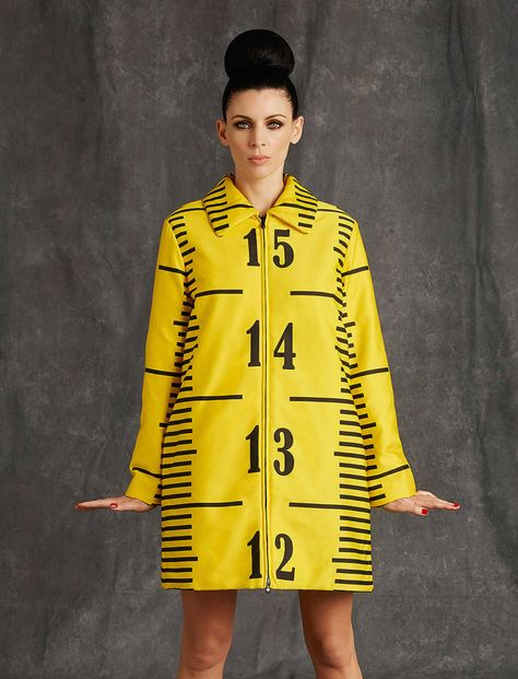 Moschino ᘠ allure style look mood mode manteau mantel coat couture print imprimé trend - Gets Meta for Pre-Fall. For his latest trick, Jeremy Scott references the act of making clothes.