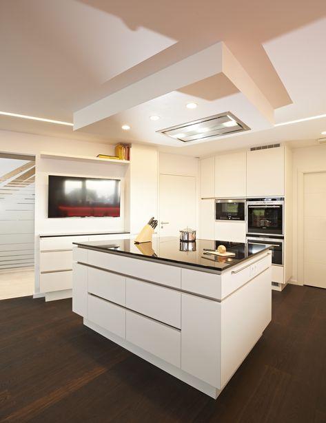 Die Arbeitsplatten dieser Küche bestehen aus Edelstahl und - Arbeitsplatte Küche Edelstahl