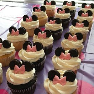 Minnie Mouse Cup Cakes, Minnie Mouse Cake Topper, Red Cupcakes, Mickey Mouse Cupcakes, Minnie Cake, Cupcake Cakes, Minnie Mouse Birthday Party Ideas, Mini Mouse Birthday Cake, Minnie Mouse Party Decorations