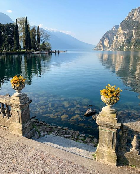 Peaceful scene 🍃 Garda Lake, the largest lake in Italy - .-- Peaceful scene 🍃 Garda Lake, the largest lake in Italy – Beautiful Places To Visit, Cool Places To Visit, Wonderful Places, Places To Travel, Hiking Places, Lake Garda Italy, Resorts, 6 Photos, Pictures