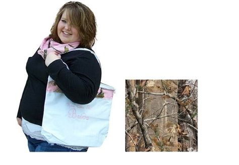 Camo Wedding Tote, Mossy Oak Realtree Shoulder Bag, Here Comes The Bride (White Tote-Realtree AP Camo Trim~Brown Lettering) Custom Made Camo Chique http://www.amazon.com/dp/B00KR15IXG/ref=cm_sw_r_pi_dp_d0OJtb0RXVHB4H3B thanks to @Jackie Carlson @Sara Etter #pinkcamo #realtreewedding #camowedding