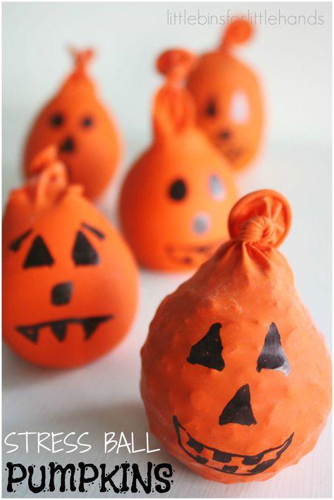 Halloween Basteln: Anti-Stress-Bälle für unruhige, kleine Hände #DIY #Halloween #Basteln #halloween quotes for kids Halloween Calm Down Balls for Kids