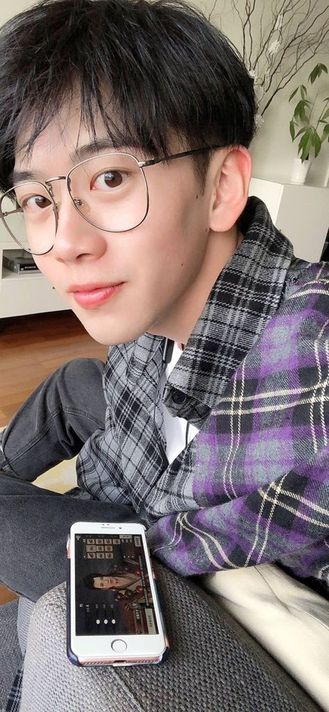110 Ide Ulzzang Boys Glasses Ulzzang Gaya Jalanan Pria Gaya Korea Pria We have collect images about aesthetic boy with glasses including images, pictures, photos, wallpapers, and more. 110 ide ulzzang boys glasses ulzzang