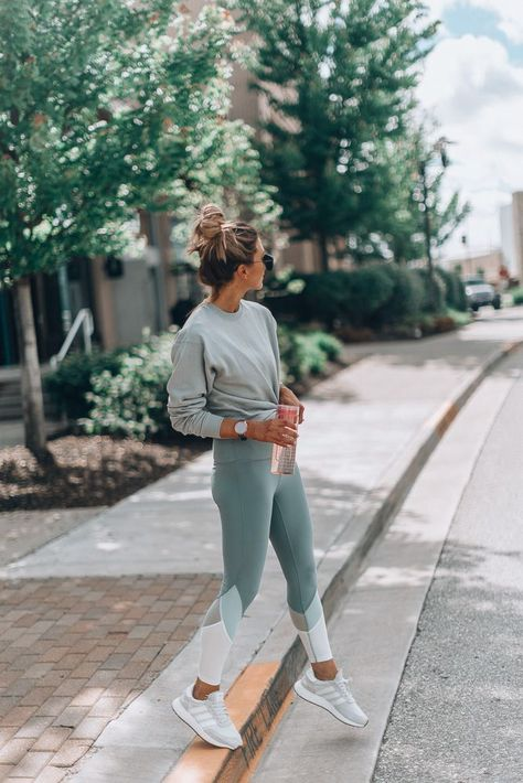 15 Things To Do for a Positive Morning | Cella Jane #workoutwear #postivevibes #workoutleggins #lightweightsweatshirt