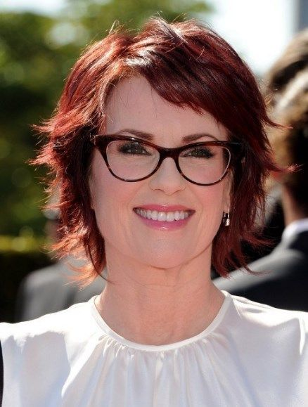 Medium Length Curly Hairstyles For Over 50 With Glasses Short Hair With Layers Womens Hairstyles Hair Styles For Women Over 50