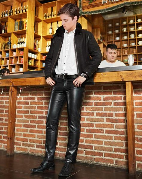 #leatherpantsoutfit