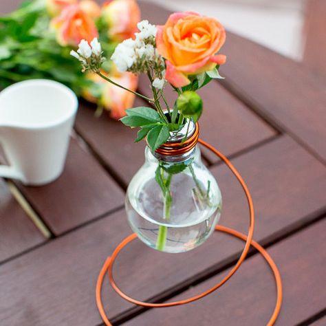 DIY – Come creare un vaso di design con lampadine esauste