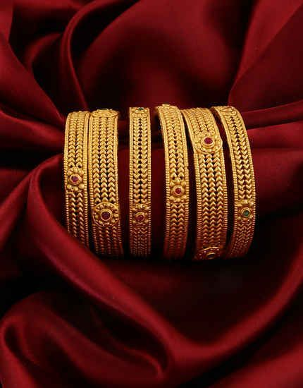 Anuradha Art Jewellery Offers Beautiful Collection Of Traditional Bangles In Classic Look You Gold Bangles Design Bangles Jewelry Designs Gold Jewelry Stores
