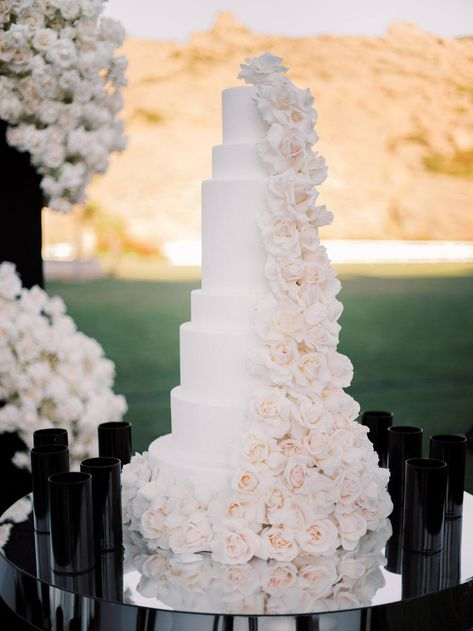 We are saying hello to glitz and glam after this black and white wedding at Hummingbirds Nest Ranch in Los Angeles wedding vendors have outdone themselves with this bold and daring reception look! White Wedding Cakes, Elegant Wedding Cakes, Beautiful Wedding Cakes, Wedding Cake Designs, White Weddings, Blush Weddings, Beautiful Cakes, Elegant Birthday Cakes, Simple Elegant Wedding