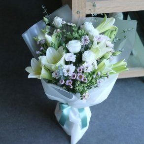Flower Bouquet Of Royal Beauty In Vadodara 2100 Online Flower Delivery Flower Delivery Best Online Flower Delivery