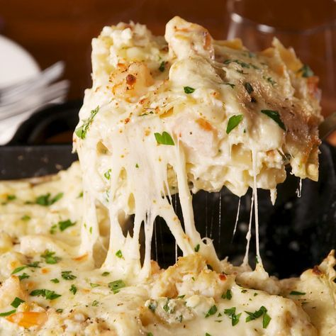 This Seafood Lasagna Is Unbelievably Good - If you're skeptical about creamy, cheesy shrimp, DON'T BE. Informationen zu This Seafood Lasagna - Seafood Lasagna Recipes, Seafood Pasta, Seafood Dishes, Shrimp Lasagna, Seafood Casserole Recipes, Shrimp Casserole, Pasta Food, Fish Recipes, Gourmet Recipes