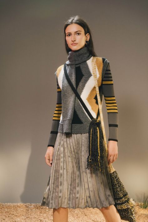M Missoni Fall 2019 Ready-to-Wear collection, runway looks, beauty, models, and reviews.