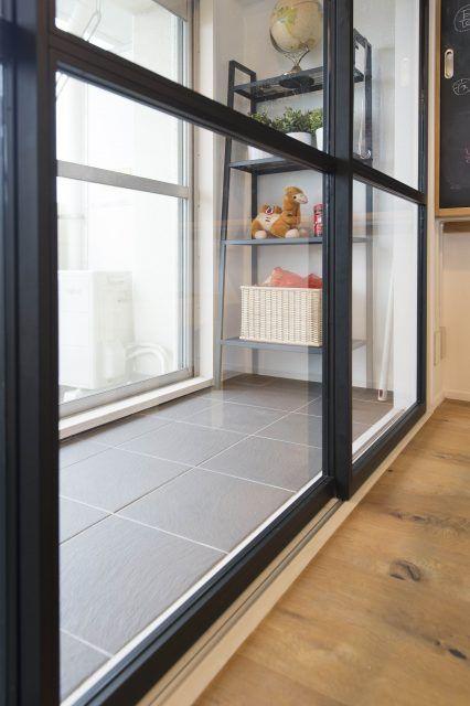仕事から帰ったら 猫が居た 気ままなロシアンブルーと暮らす家 Sumai 日刊住まい 犬の家具 犬の部屋 小さなサンルーム