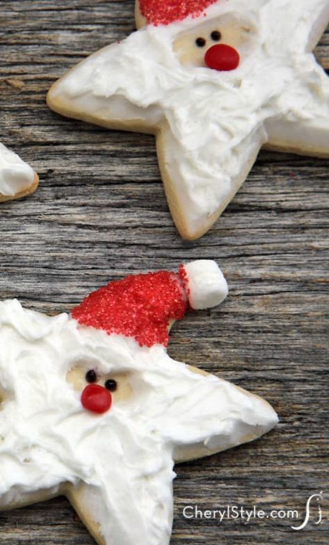 Decorated Santa cookies recipe - Everyday Dishes & DIY- Decorated Santa cookies recipe – Everyday Dishes & DIY Break out your star-shaped cookie cutter—it's just what you need to make decorated Santa cookies! Christmas Sugar Cookies, Christmas Snacks, Christmas Cooking, Holiday Cookies, Holiday Baking, Christmas Desserts, Santa Christmas, Reindeer Cookies, Christmas Cookie Cutters