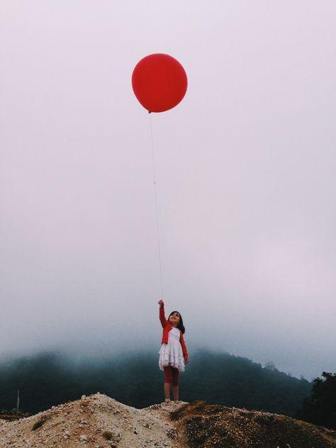 Red balloon | VSCO Grid | Monodelespacio