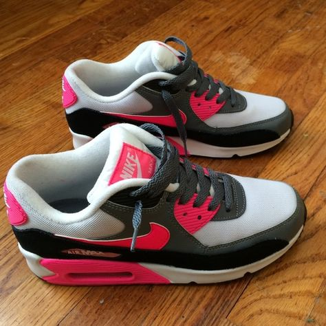 0884942ad914 Women s Nike Air Max 90 Women s Nike air max 90. They are hot pink ...