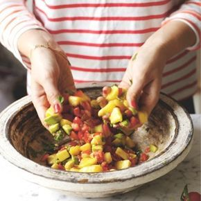 Rezept Von Ella Woodward Mango Avocado Salsa Rezepte Vegetarisches Essen Und Essen
