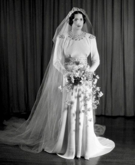 Pin By 1930s 1940s Women S Fashion On 1930s Wedding Dresses 1930s Wedding Dress Vintage Inspired Wedding Vintage Bride