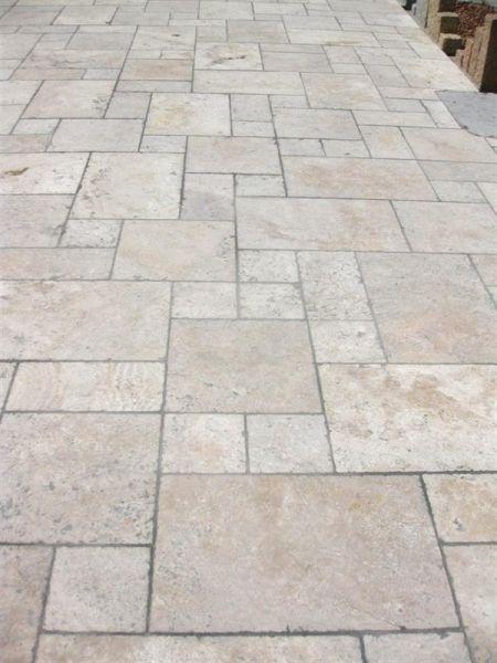 Romischer Verband Aus Travertin Antik Beige Gemischt Starke 3 Cm Terrassenplatten Terrassenfliesen Naturstein Terrasse