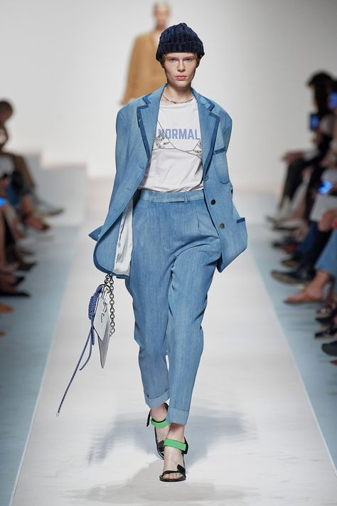 Ermanno Scervino Spring 2020 Ready-to-Wear collection, runway looks, beauty, models, and reviews.