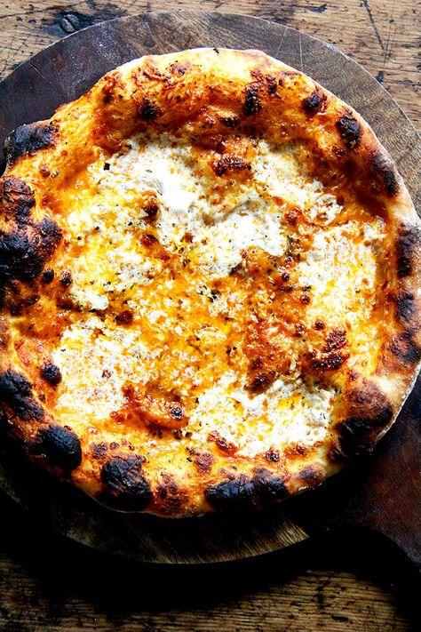 Jim Lahey Pizza Dough (Slow-Rise Dough) + Kale & Crème Fraîche Pizza A classic: fresh tomato sauce, fresh mozzarella, garlic, and salt. Margherita pizza will always be a favorite. Pizza Napolitaine, Sauce Pizza, Good Pizza, Pizza Lasagna, Pizza Party, Pizza Food, Chicken Pizza, Neopolitan Pizza, Neapolitan Pizza Dough Recipe