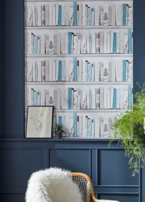 Ce Papier Peint Effet Bibliotheque En Trompe L Oeil Mis En Beaute Par Des Boiseries Bleu Nuit Sera Parfait D Papier Peint Papier Peint Bibliotheque Castorama