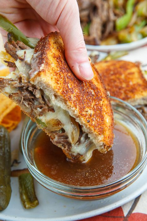 Slow Cooker Roast Beef Philly Cheesesteak French Dip Grilled Cheese Sandwich Recipe : Slow cooker roast beef served Philly cheesesteak style with peppers and onion and cheese in a grilled cheese sandwich with a side of 'au jus' for dipping! Philly Cheese Steak Dip, Roast Beef Grilled Cheese, Roast Beef Panini, Roast Beef Enchiladas, Roast Beef Tacos, Roast Beef Sliders, Roast Beef Sandwiches, Slow Cooker Recipes, Crockpot Recipes