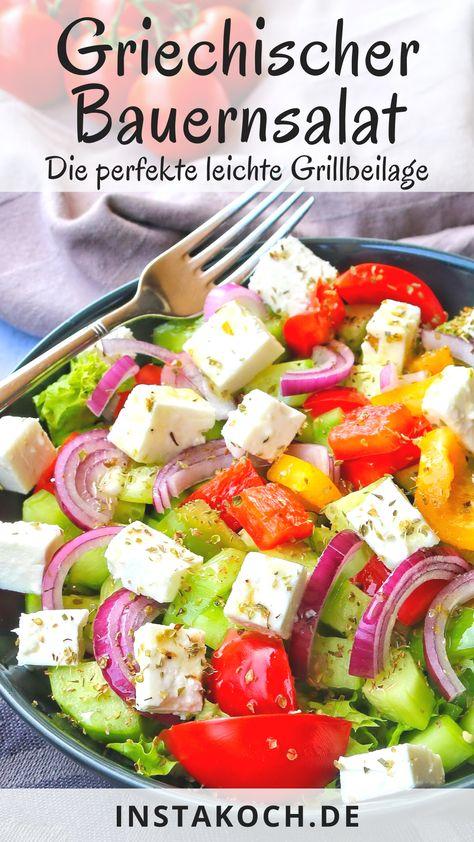 Griechischer Bauernsalat. Perfekt als köstliche Low Carb Grillbeilage. Das einfache Rezept ist Blitzschnell zubereitet und kommt mit wenigen frischen Zutaten aus. Auch toll als Party Salat. #salat #bauernsalat #vegetarisch #lowcarb #partysalat #grillen #grillbeilage