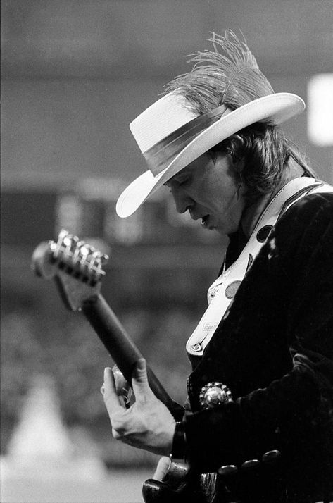 Stevie Ray Vaughan performs the national anthem inside the Astrodome, April 9, 1985. Photo: Steve Ueckert, Houston Chronicle / Houston Chronicle