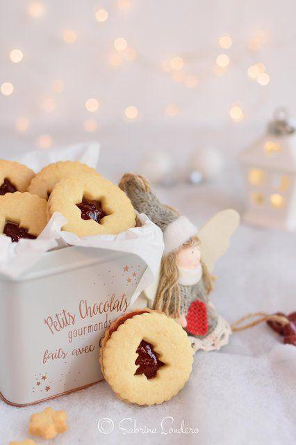 Scatola Latta Biscotti Natale.Biscotti Di Natale In Una Scatola Di Latta Con Angioletto Di Tessuto Biscotti Di Natale Biscotti E Ricette Di Natale