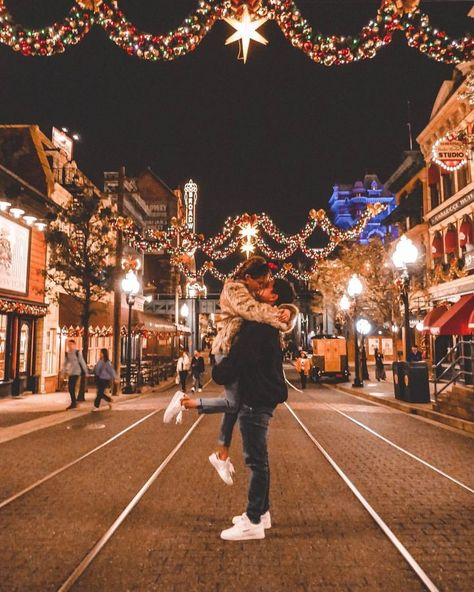 Couple Poses For Pictures Christmas - Couple Cute Couples Photos, Cute Couple Pictures, Cute Couples Goals, Couple Goals, Fall Pictures, Beautiful Pictures, Couple Bi, Photo Couple, Couple Selfie