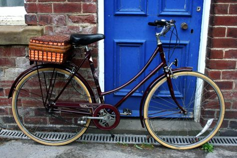 """""""A beautiful 1970s Ladies Raleigh Cameo in burgundy.  Handmade in England with an Archey Sturmer 3 Speed gear hub... Completely original condition and specification."""""""