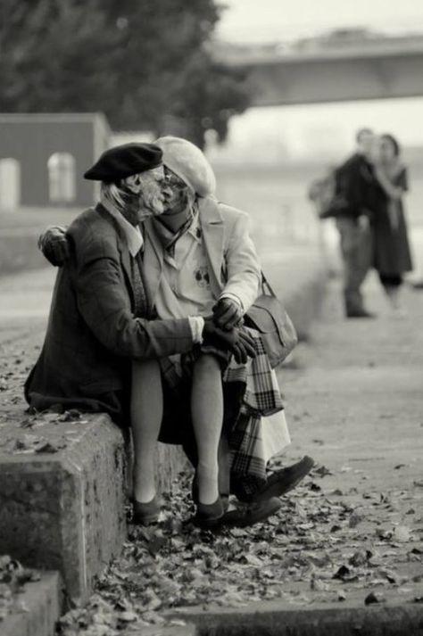 25maha:  غدا ألقاك أغنية .. يحنّ لشدوها.. قلبي وكم سكرت حنايانا وتاه البعد.. في القربِ فلم نعرف سوى النجوى * لنحيا الحب.. للحبِّ