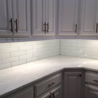 Abolos Frosted Elegance 3 X 12 Glass Subway Tiles In Glossy White Reviews Wayfair White Kitchen Remodeling Kitchen Design White Subway Tile Kitchen