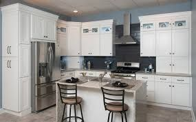 White Shaker Cabinets Bring A Special Kind Of Harmony Balance And Consistency To The Kitche Beautiful Kitchen Cabinets Shaker Kitchen Cabinets Kitchen Design