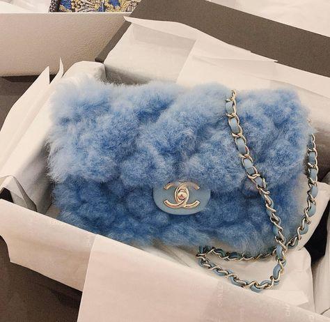 Chanel Winter Cruise Bag Kollektion - My Bag Ideas Luxury Purses, Luxury Bags, Luxury Handbags, Chanel Handbags, Purses And Handbags, Designer Handbags, Replica Handbags, Designer Bags, Cheap Handbags