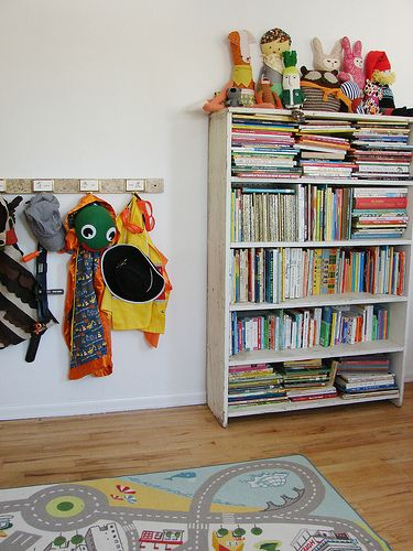 Simple Toy Storage Strategies and Solutions {I love the Day of the Week Tub idea!}