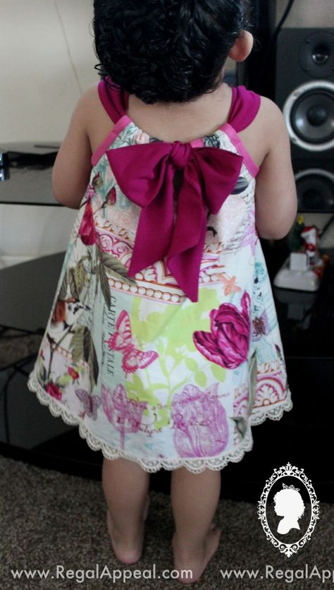 "diy_crafts-DIY - Toddler - Pillow Case Dress ""DIY Pillowcase dress - Love the bow in the back!"", ""Toddler dress from a pillow case"", ""Love Sewing For Kids, Baby Sewing, Sewing Clothes, Diy Clothes, Dress Clothes, Sewing Coat, Dress Sewing, Pillowcase Dress Pattern, Pillowcase Dresses"