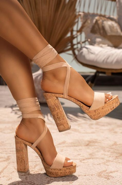 High Heels, Shoes Heels, Stylish Sandals, Cute Heels, Lovely Legs, Trendy Shoes, Types Of Shoes, Girls Shoes, Me Too Shoes