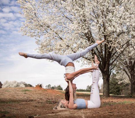 Pin Von Amy Stoppler Auf Body Yoga Stellungen Partner Akrobatik