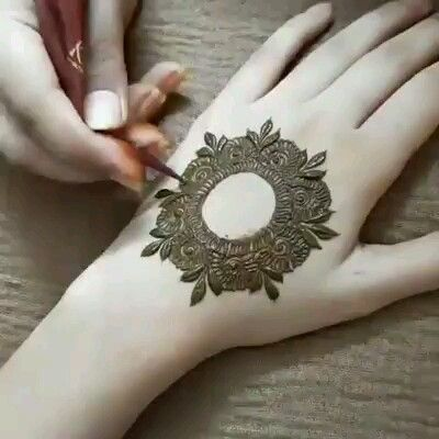 Awesome Circular #handmehndi Style