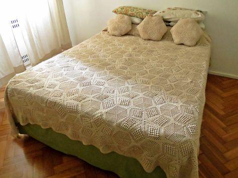 Cubrecama y almohadones tejidos a crochet /  Bedspread and pillows crocheted. I LOVE MY MOM !