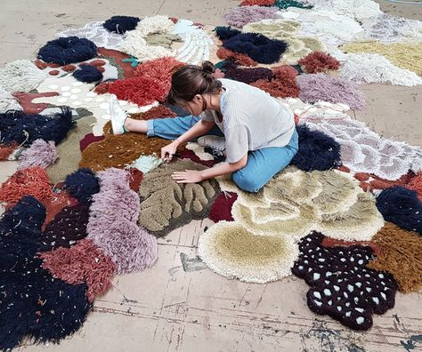 Colors of a Coral Reef Emerge in the Recycled Rugs of Vanessa Barragãoelledecoritalia