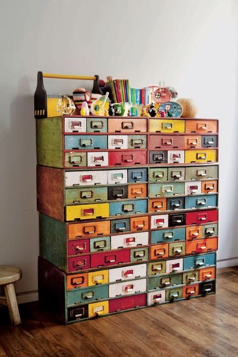 I want a vintage card catalog SO BADLY! Cool Library card catalog storage Dishfunctional Designs: Vintage Library Card Catalogs Transformed Into Awesome Furniture Painted Furniture, Diy Furniture, Vintage Furniture, Bohemian Furniture, Unique Wood Furniture, Furniture Dolly, Furniture Movers, Crazy Home, Vintage Library