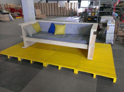 De pop up pallets lounge bank met bekleding. tevens te gebruiken als day-bed. te maken van het diy bouwpakket; met of zonder voor werk. check http://popuppallets.luondo.nl/