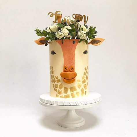50 Most Beautiful looking Giraffe Cake Design that you can make or get it made on the coming birthday. Giraffe Birthday Cakes, Giraffe Cakes, Owl Cakes, Cute Birthday Cakes, Fondant Cake Designs, Fondant Cakes, Pretty Cakes, Cute Cakes, Yummy Cakes