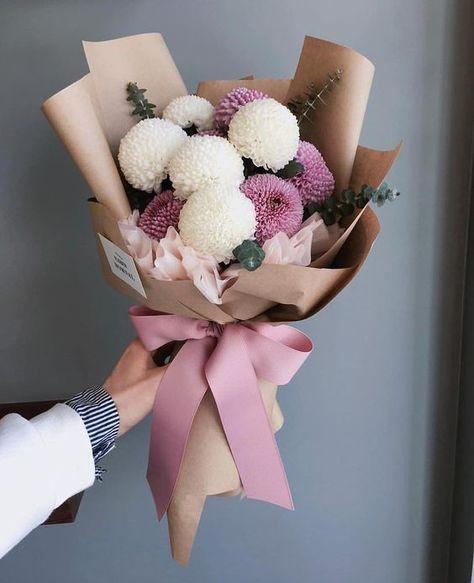 Purple Flowers, Beautiful Flowers, Bouquet Flowers, Flowers Bunch, Flowers Birthday Bouquet, Flower Birthday, Bouquet Wrap, How To Wrap Flowers, Table Flowers